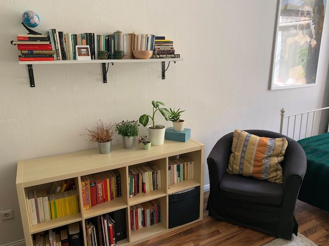 Kleine Leseecke in deinem Zimmer/ the little reading corner in your room