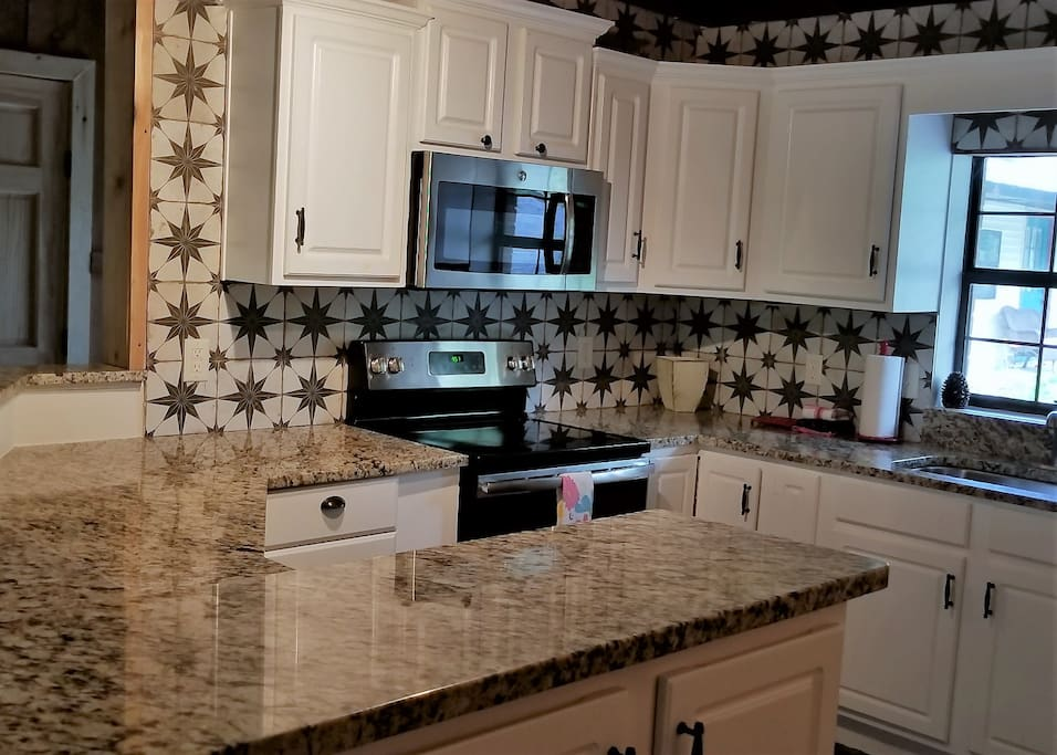 Full Kitchen - Granite Countertops