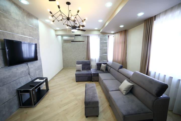 Двухкомнатная квартира в новом доме, 80 кв. м.
