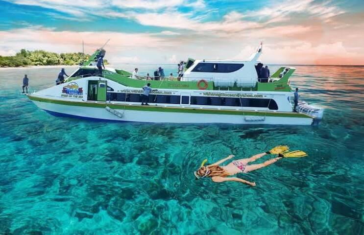 Bed n breakfas+ ticket to gili island (return)