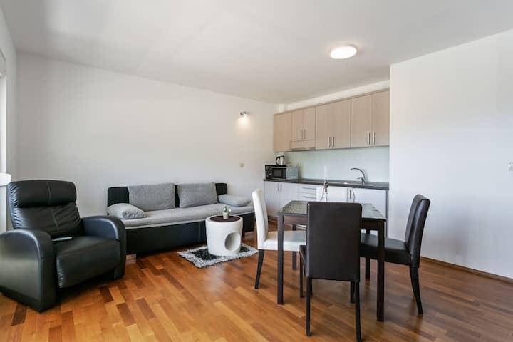 Pleasant Apartment in Drvenik with Balcony