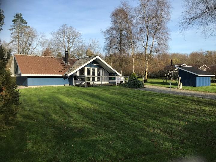 Dejligt 6 personers sommerhus udlejes i Arrild.
