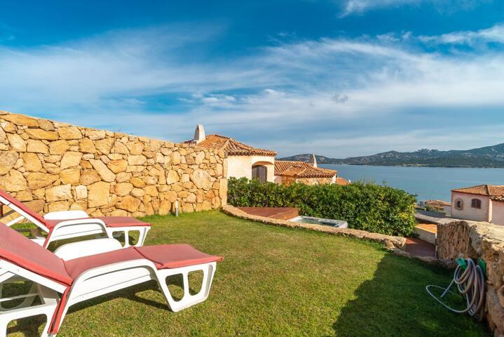 Mediterrane Casa Rubino mit WLAN, Garten, Whirlpool und Meerblick; Parkplätze verfügbar
