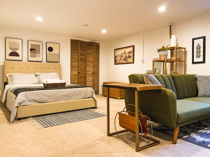 Spacious private guest suite in Boulder