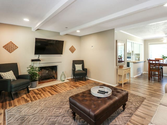 Incredible Lindley Park Location - Entire Home