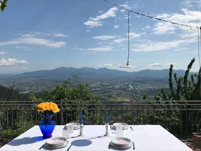 CASALE TREMONTE WITH UNIQUE VIEW AND  GARDEN