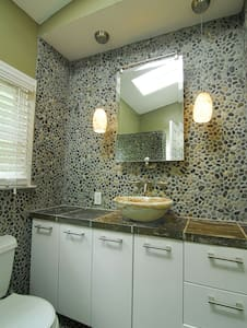 Gorgeous room w private bath. - Wilmington