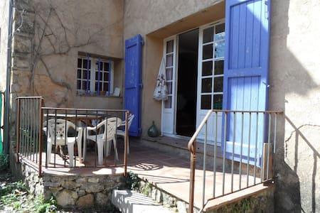 appartement avec terrasse - Salernes - Byt