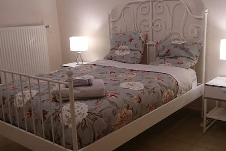 Chambre avec terrasse - Nyons - 公寓