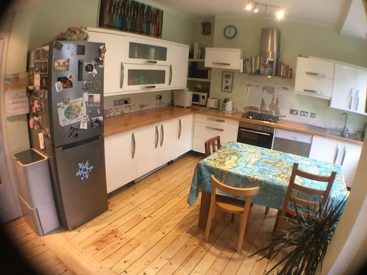 Gorgeous spacious 4 Bedroom House with garden