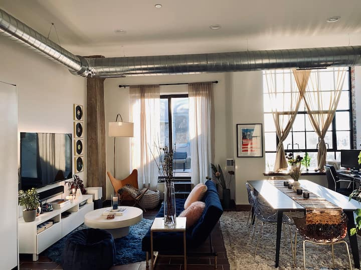 Sosuite | Interior Designer's Penthouse | Private Rooftop, Discounted On-Site Parking
