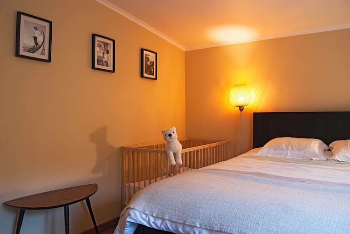Main bwhwnedroom with a small bed for a baby, if requested