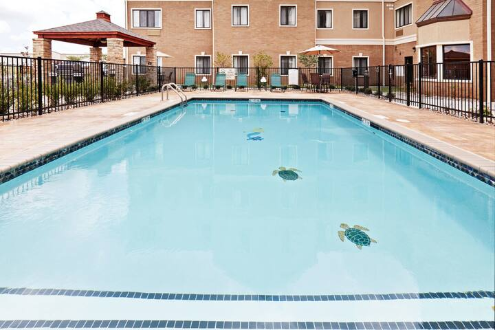 King Suite. Free Breakfast. Outdoor Pool, Gym, Business Center.