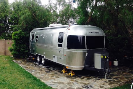 Travel in style with a modern Airstream - Беркли - Дом на колесах