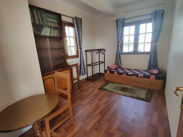 Spacious & comfortable room in central location