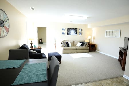 TIRED OF HOTEL ROOMS.. BOOK THIS COZY APARTMENT !!