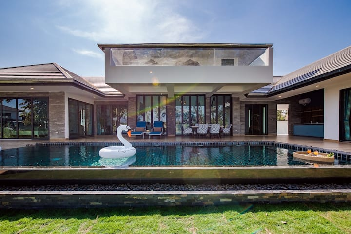 Kingfisher Luxury Pool Villa @ Silver Lake