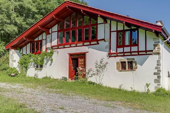 Grande maison basque rénovée (5 chambres, 15 pers)