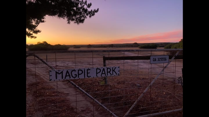 Magpie Park - Farm Home with Beautiful Bush Views