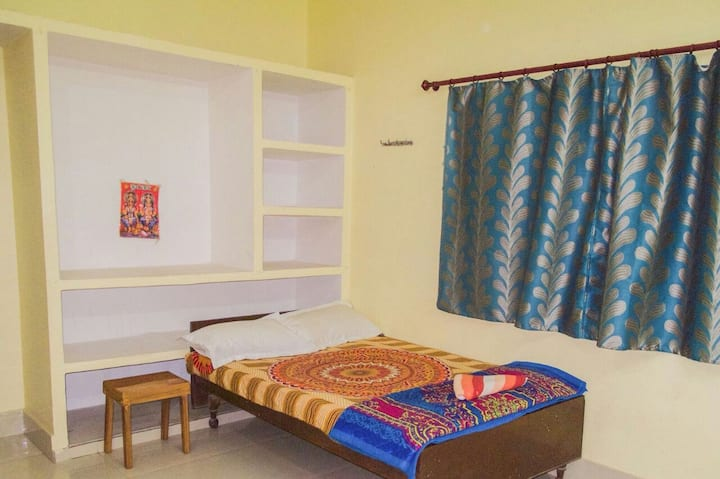 Gangotri Paying Guest House - Single Room