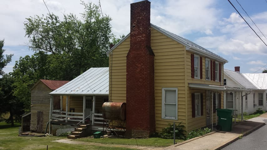 Older 3 Bdrm House in Mt. Crawford Right off I-81 - Mount Crawford