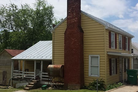Older 3 Bdrm House in Mt. Crawford Right off I-81 - Mount Crawford - Rumah