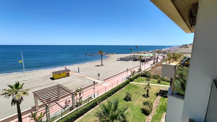 Moderno apartamento en primera linea de playa