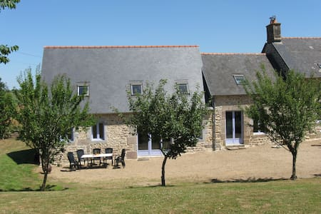 Farmhouse 30 mins from Mt St Michel, sleeps 10 - Le Ferré - 一軒家