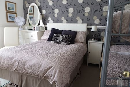 Large Family Ensuite sleeps 2A + 2C - Dover