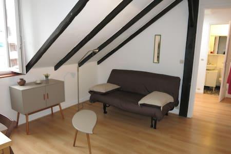 Small 2-room flat - Limit Paris 5th