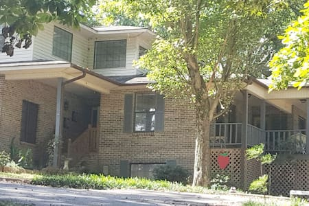 Oak Hill Retreat Suite
