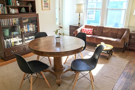 King Room in Historic Village Home - Bar Harbor - Apartment