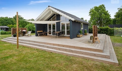 Modern and cozy summer house near city and airport
