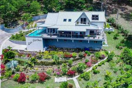 Beautiful Modern Luxury Hillside Villa with pool