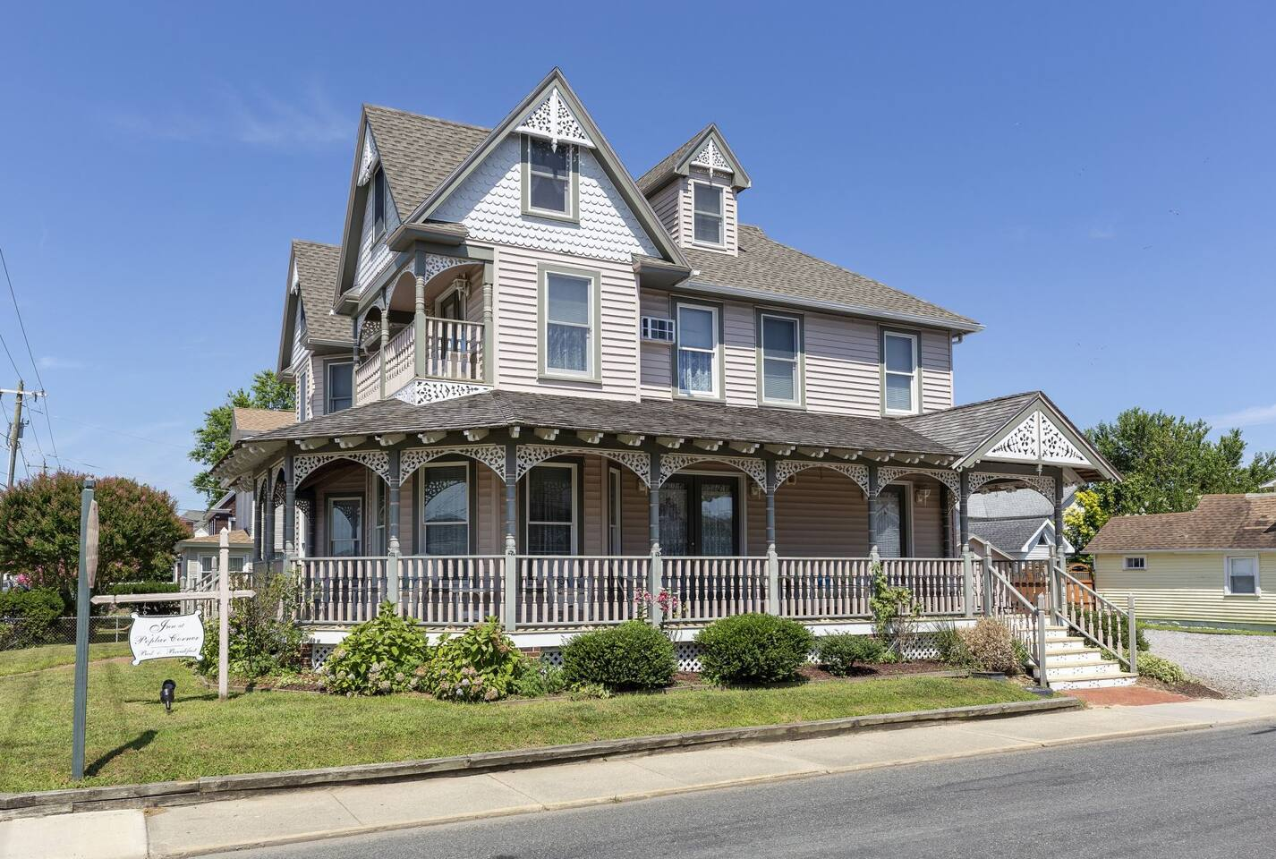 The Inn at Poplar Corner is a former B&B - Now an awesome Vacation Home.