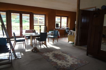 Strawbale House in the country - Araluen - Hus