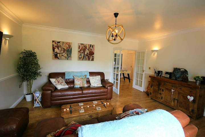 APSLEY LOCK MARINA 2 BED APARTMENT  HOME FROM HOME