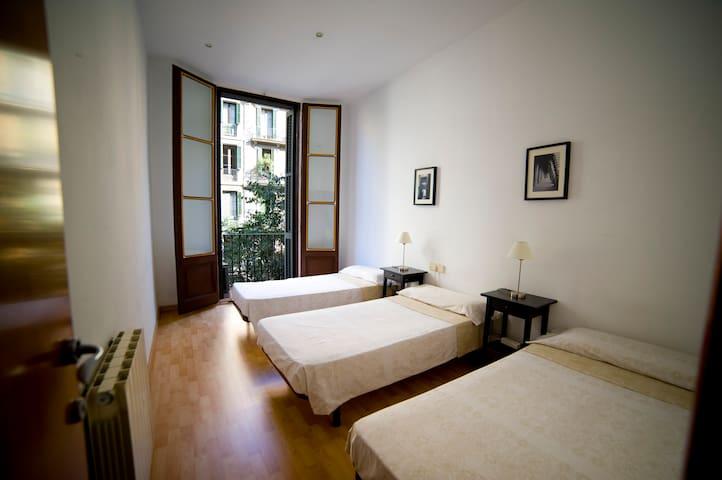 Excelente habitación para tres