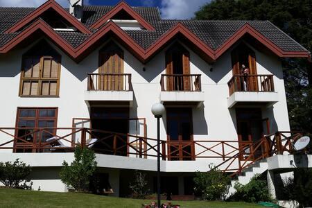 Casa maravilhosa com 5 quartos em terreno 3.000m2