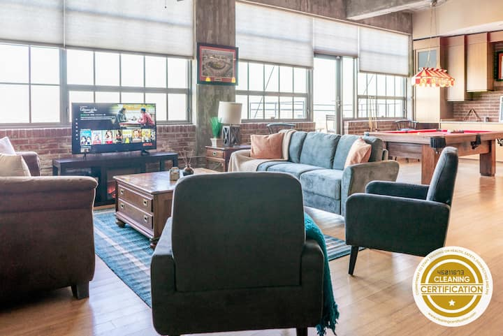 Incredible 4BR Penthouse next to City Museum // ABODEbucks