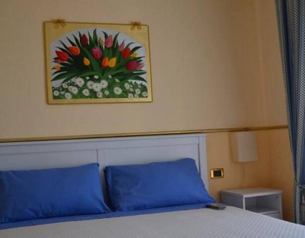 Stanza Margherite e Tulipani n°1 (4 posti letto) - Vico del Gargano - Bed & Breakfast