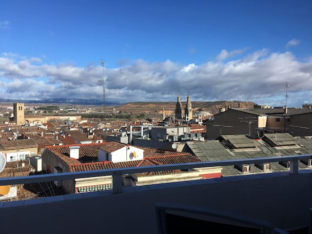 PRECIOSO ATICO-CENTRO-TERRAZA VISTAS- Wifi GARAJE