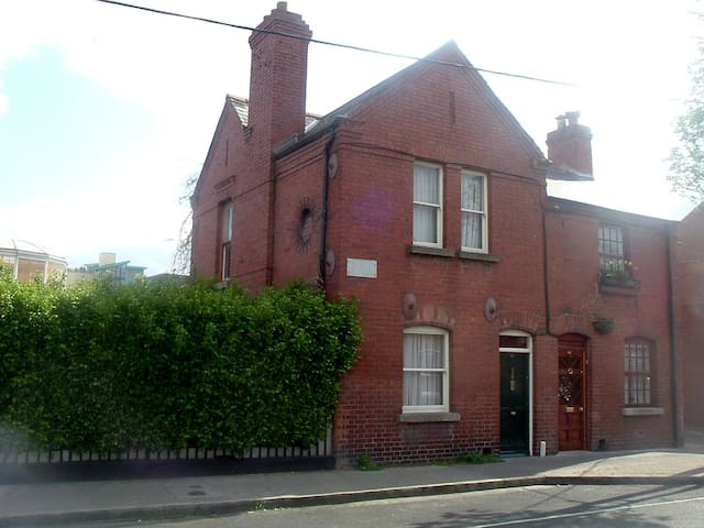Single Room in City Town House - Dublin 8 - Casa