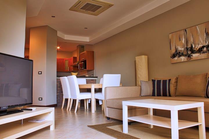 Exclusive 2 bedrooms condo close to the beach (49)