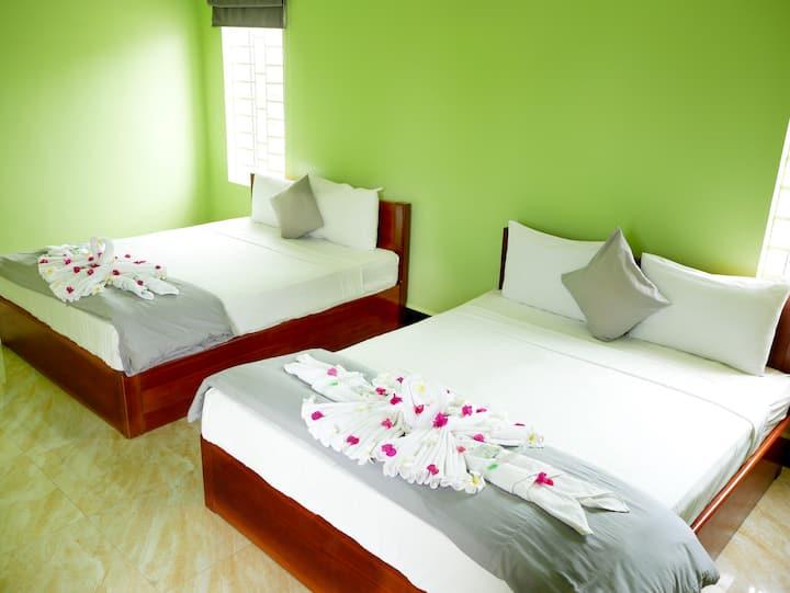 Blue Buddha Hotel - Large Twin Room A/C