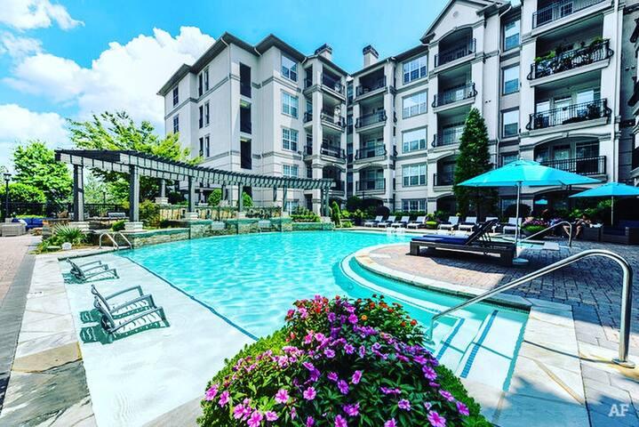 ATLANTA poolside condo near Braves/Downtown/midtwn