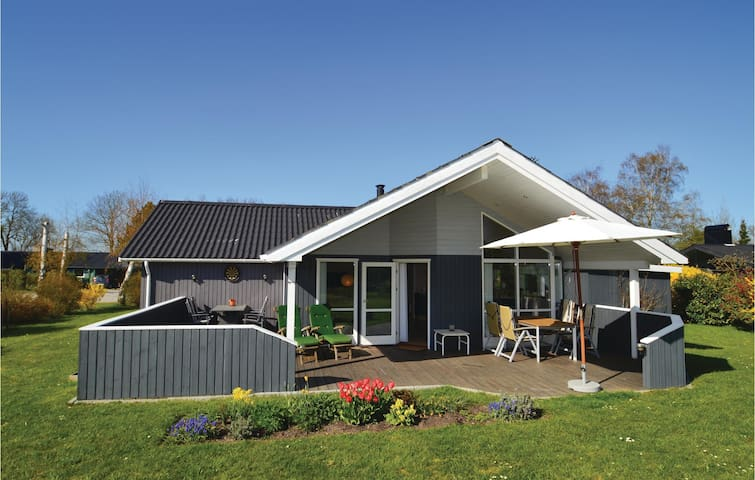 Holiday cottage with 3 bedrooms on 94 m² in Stubbekøbing