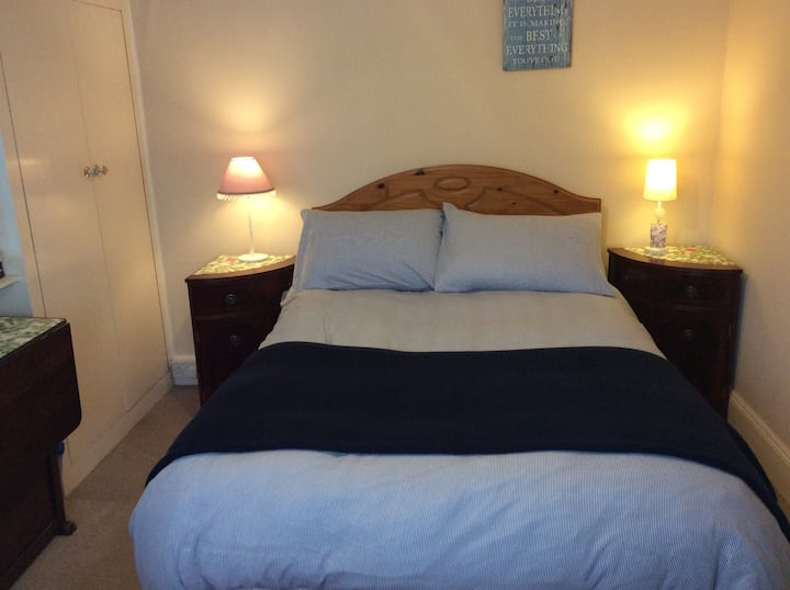 £28 Bournemouth Double bed in quiet cosy home