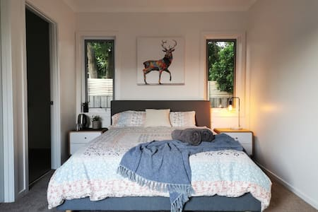 *Entire spacious guest room in leafy neighbourhood