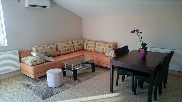 Apartment Marija - 3 min airport, FREE parking